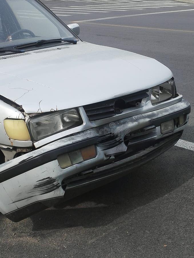 La voiture a été écrasée dans des accidents de la circulation photographie stock