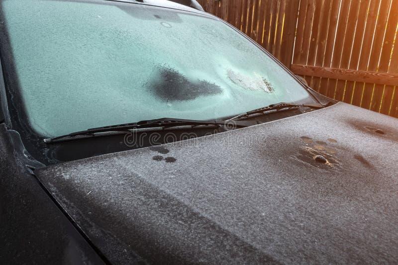 La voiture a ?t? couverte de gel photo libre de droits