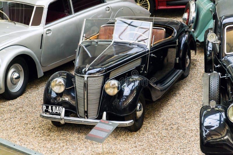 La voiture Praga Lady de vétéran de vintage de l'année 1938 se tient dans le musée technique national photo libre de droits