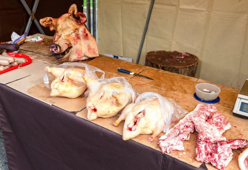 La volaille et le porc principaux préparent pour la vente photos stock