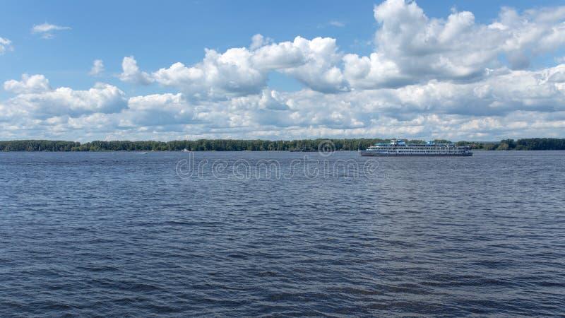 La Volga et le remblai du Samara, Russie photographie stock libre de droits