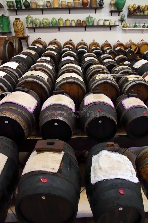 La vraie production du vinaigre balsamique de Modène photos stock