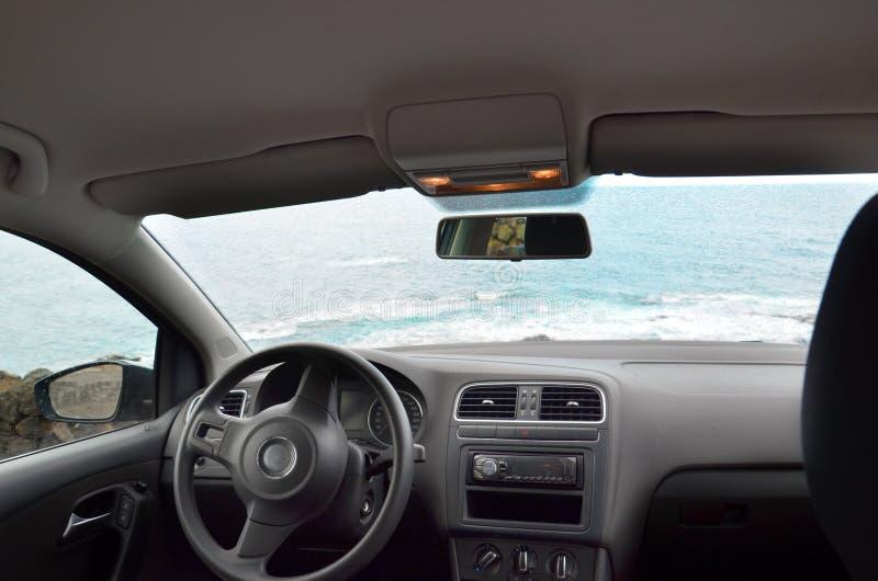 La vue à l'intérieur de la voiture vide, l'intérieur de l'automobile photographie stock libre de droits