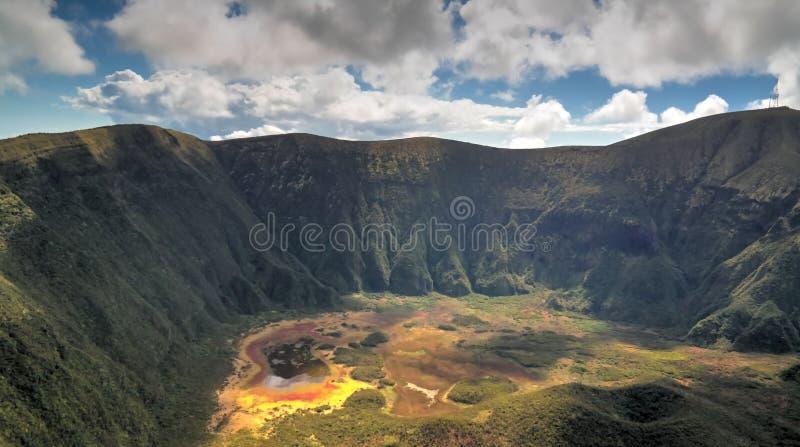 La vue aérienne à Caldeira font Faial, île de Faial, Açores, Portugal image stock
