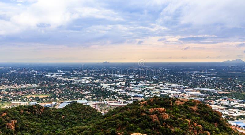 La vue aérienne d'étendre rapidement la ville de Gaborone a étendu au-dessus de t images libres de droits