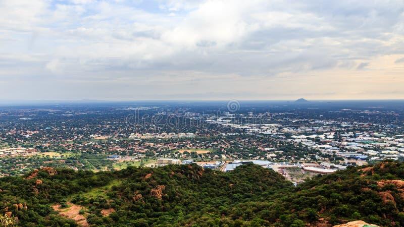 La vue aérienne d'étendre rapidement la ville de Gaborone a étendu au-dessus de t image libre de droits