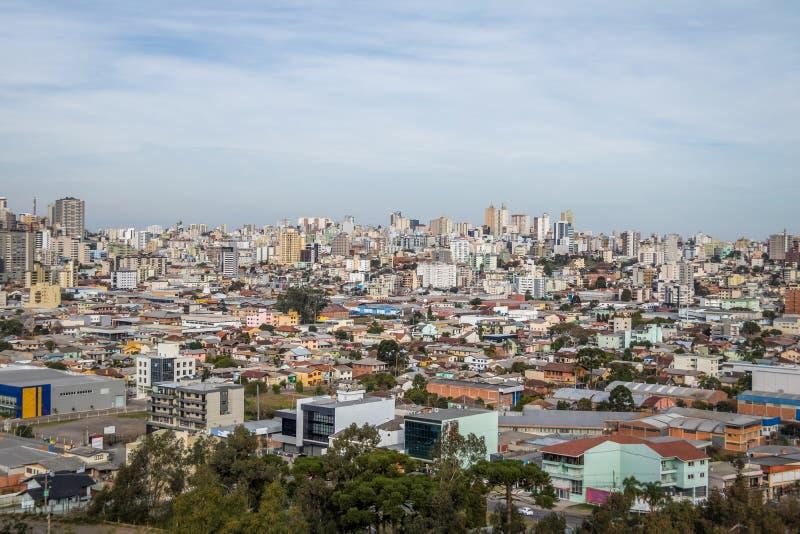 La vue aérienne de Caxias font la ville de Sul - Caxias font Sul, Rio Grande do Sul, Brésil photographie stock libre de droits