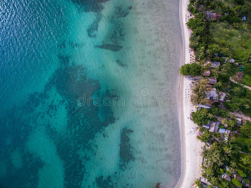 La vue aérienne de la mer et le sable échouent en Koh Chang photo libre de droits