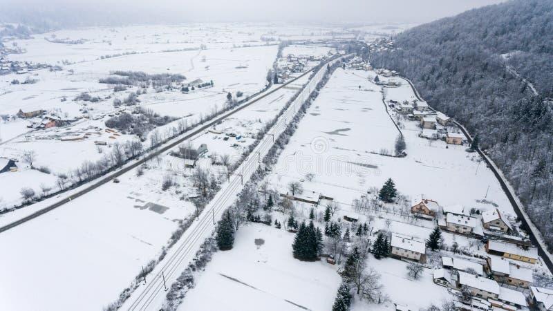 La vue aérienne de la neige a couvert la ville photo libre de droits