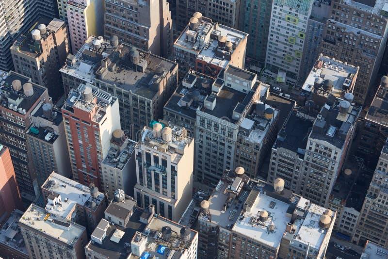 La vue aérienne de New York City Manhattan avec des bâtiments couvrent des dessus image stock