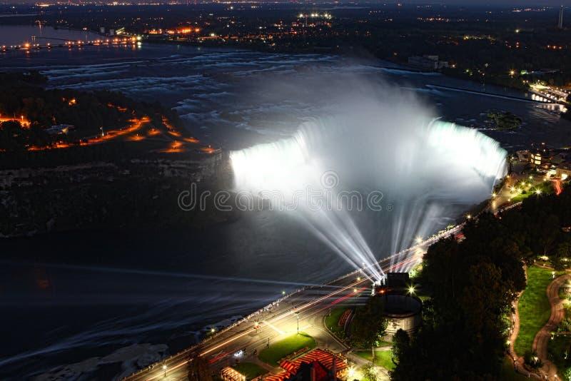 La vue aérienne de nuit du fer à cheval tombe aux chutes du Niagara images libres de droits