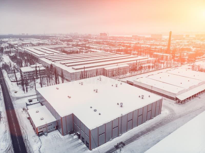 La vue aérienne des stockages d'entrepôt ou l'usine industrielle ou la logistique centrent d'en haut Vue supérieure des bâtiments image libre de droits