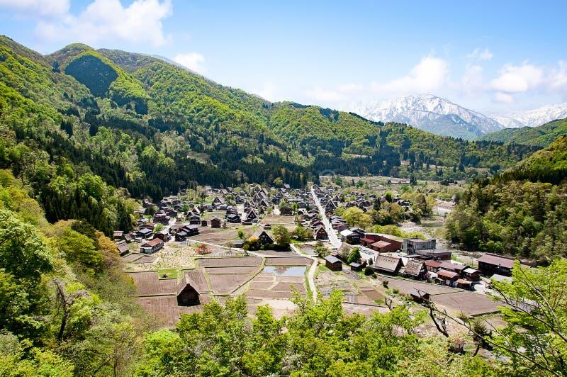 La vue aérienne des villages historiques de Shirakawa Shirakawa-vont photographie stock libre de droits