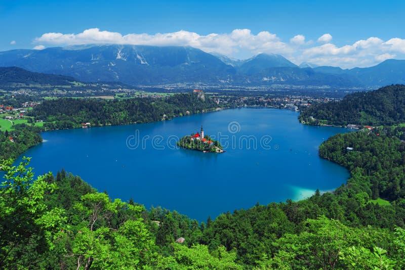 La vue aérienne du lac a saigné, des Alpes, Slovénie, l'Europe images stock
