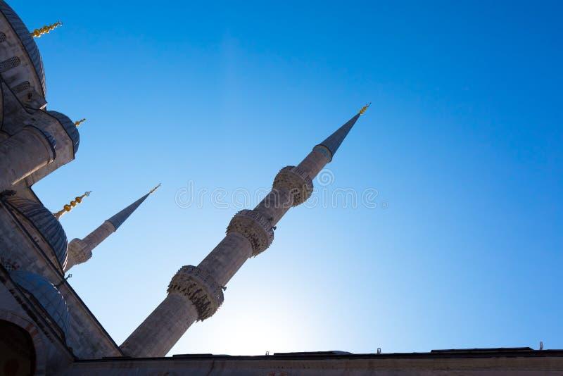 La vue d'angle d'Istanbul Sultan Ahmet a cultivé des dômes et des minarets images libres de droits