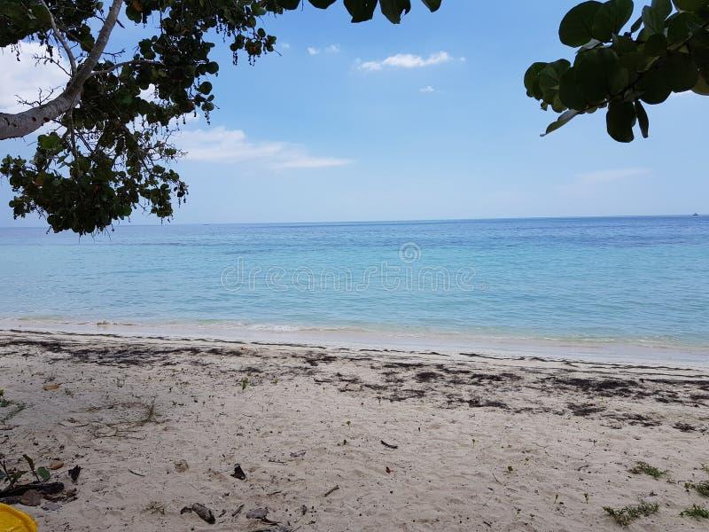 La vue d'océan du côté de plage la mer des Caraïbes est negril de la Jamaïque de wonderfull image libre de droits