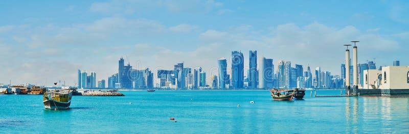La vue de bord de la mer, Doha, Qatar image stock