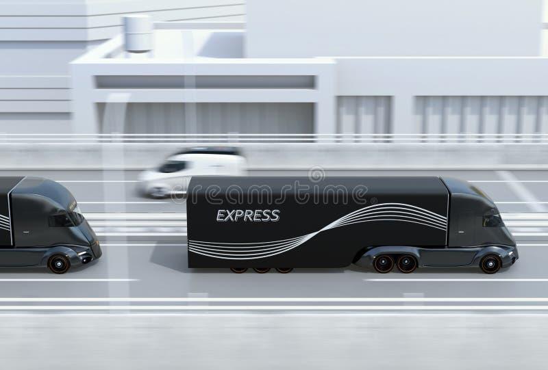 La vue de côté d'une flotte de noir auto-conduisant électrique troque semi l'entraînement sur la route photo stock