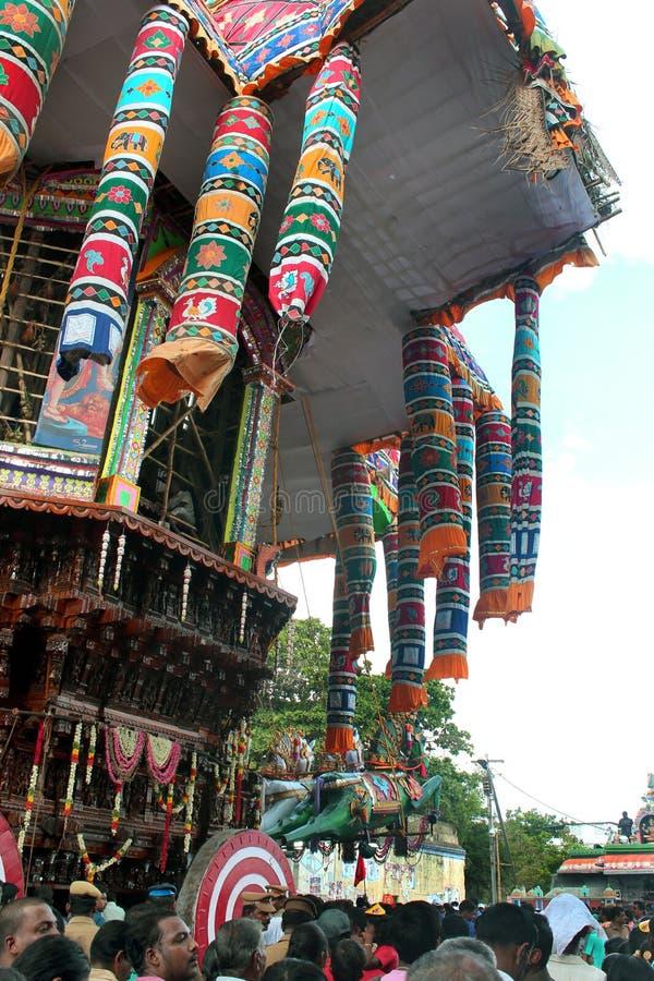 La vue de côté de la grande voiture de temple de Thiruvarur avec des personnes photo libre de droits
