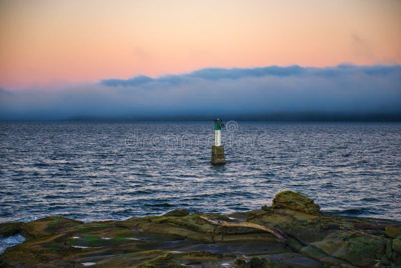 La vue de coucher du soleil de l'océan de Jack Point et le Biggs se garent dans Nanai photographie stock libre de droits