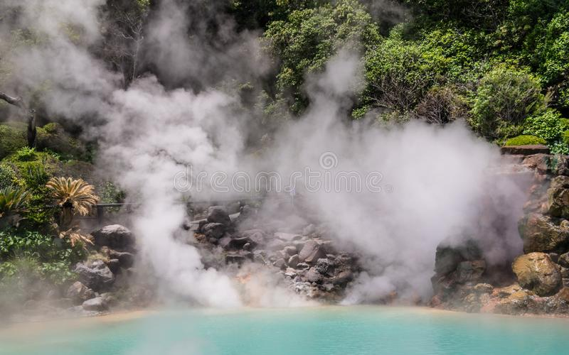 La vue de détail sur Hot Springs géothermique célèbre, a appelé Umi Jigoku, Angleterre enfer de mer, à Beppu, Oita, Japon,  photo stock