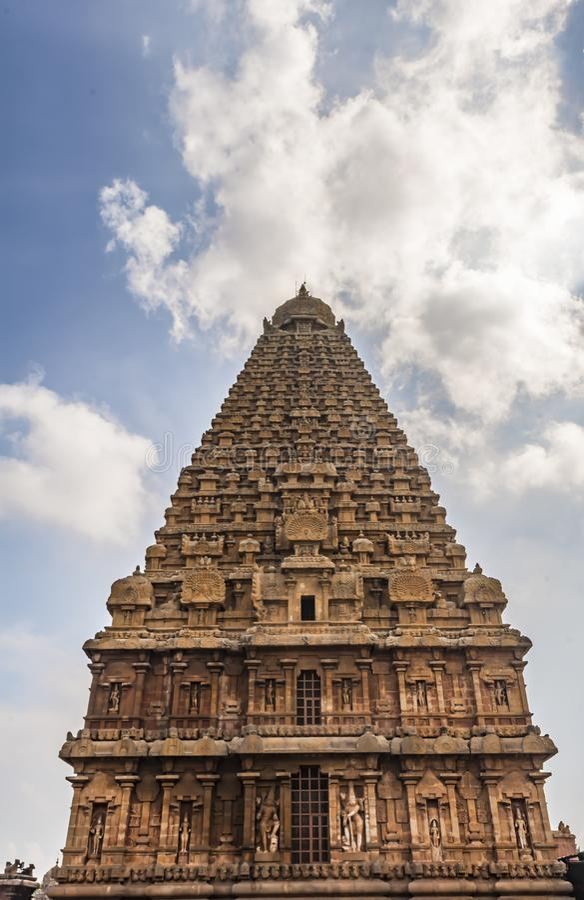 La vue de la fourmi du grand temple de Thanjavur avec le soleil et des nuages photo libre de droits