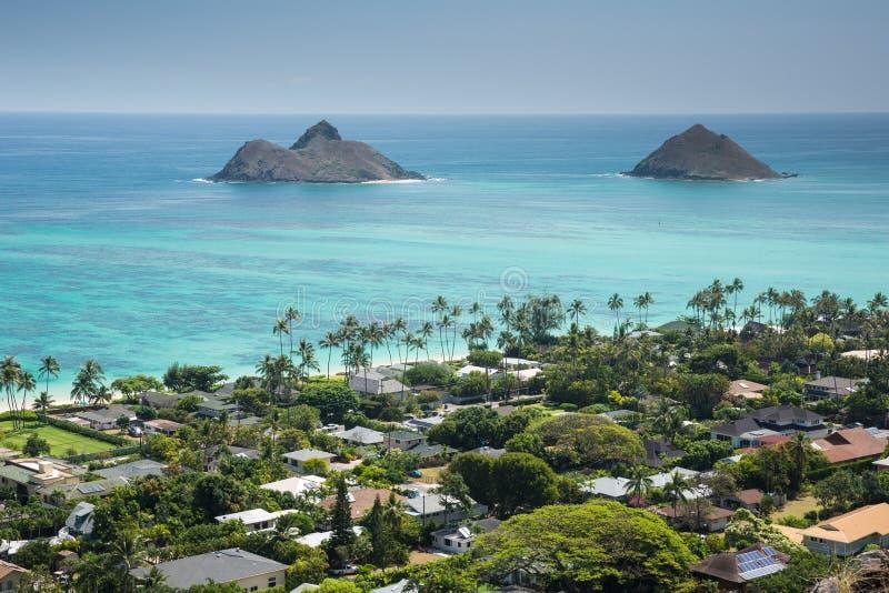 La vue de Kailua et les îles outre de la côte des boîtes à pilules de Lanikai traînent images libres de droits