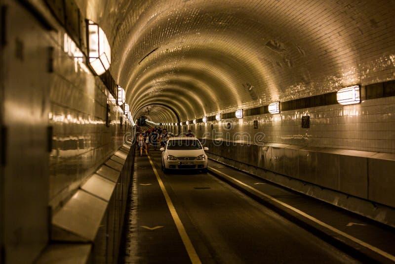 La vue de l'entrée portaile et du tunnel a appelé Elbtunnel à t photographie stock