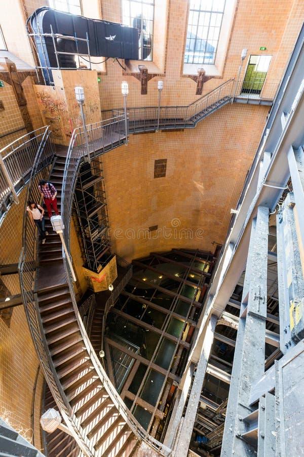 La vue de l'entrée portaile et du tunnel a appelé Elbtunnel à t photos libres de droits