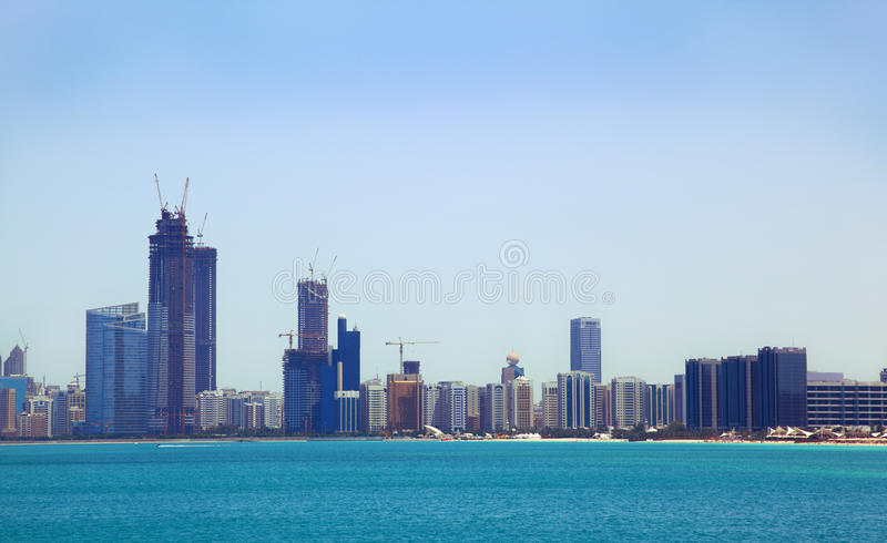 La vue de la mer des constructions images libres de droits