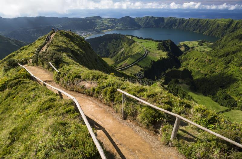 La vue de Miradouro DA Boca font l'enfer à Sete Citades, sao Miguel, îles des Açores, Portugal photos stock