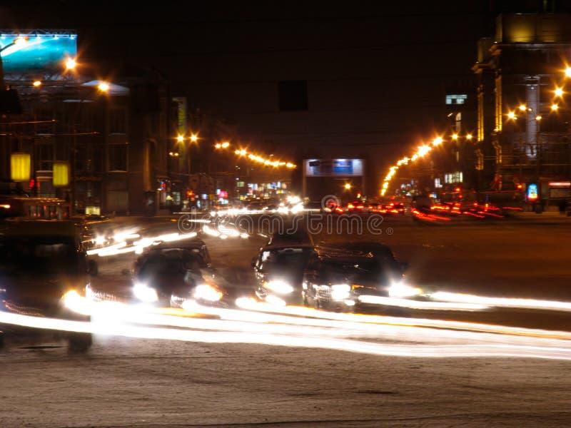 La vue de nuit de l'avenue rouge photographie stock libre de droits