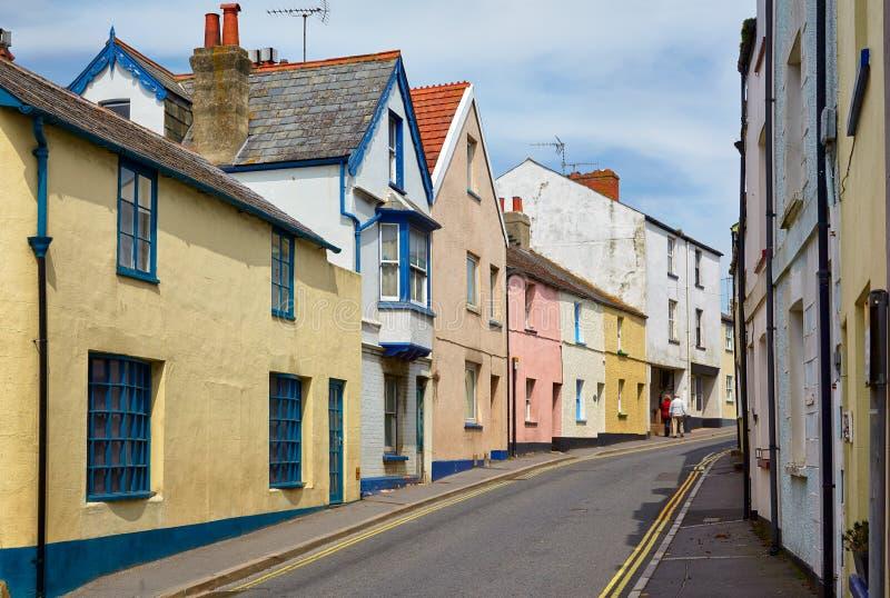 La vue de la petite rue dans Lyme REGIS Dorset occidental l'angleterre images libres de droits