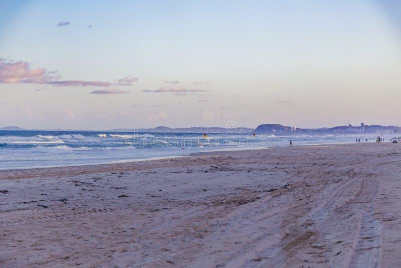 La vue de la plage principale en Gold Coast, le secteur comporte le sable d'or photo libre de droits