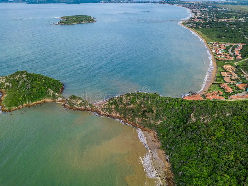 La vue de Ponta font Pai Vitorio en Rasa Beach, DOS Buzios, Rio de Janeiro, Brésil d'Armacao Belle nature images libres de droits