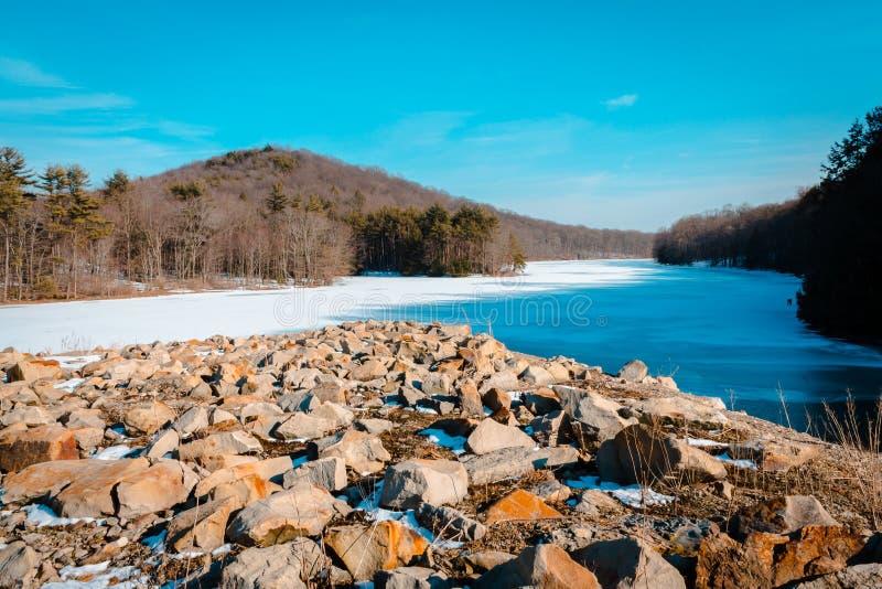 La vue du barrage au parc jaune de crique près d'Indiana Pennsylvania photographie stock