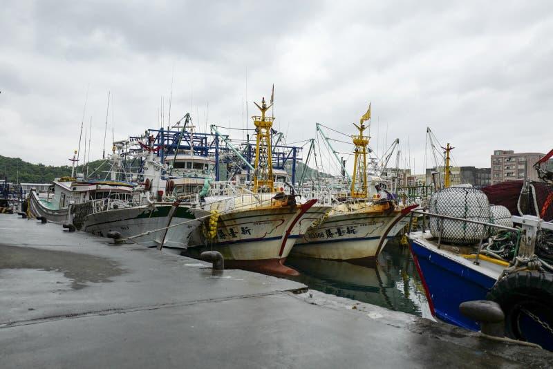 La vue du centre de visiteur de port de Wushi, c'est un port de pêche guidé situé dans la banlieue noire de Toucheng photo stock