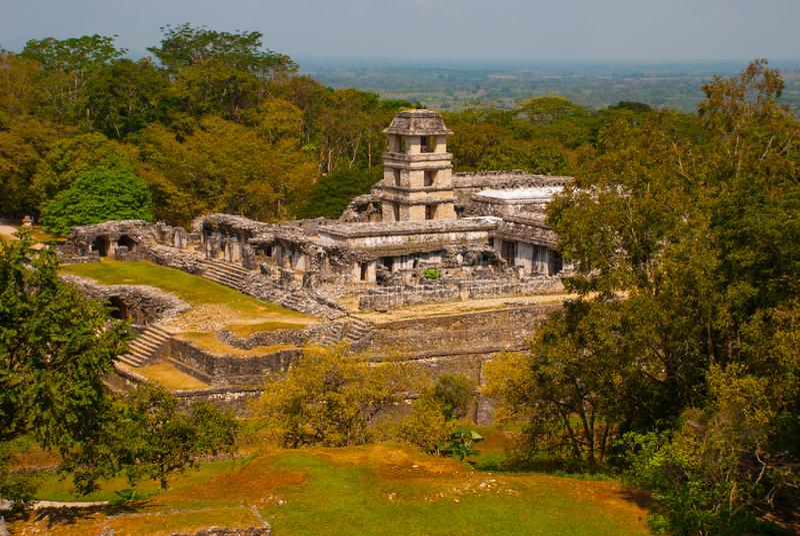 La vue du haut du palais dans le complexe archéologique Le palais est couronné avec une tour de cinq-histoire avec un Observato photos stock