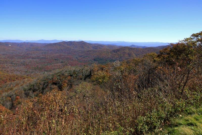 La vue du moulin de broyage donnent sur en Caroline du Nord image libre de droits