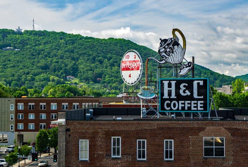 La vue du paysage urbain signe dedans Roanoke, la Virginie, Etats-Unis photos stock