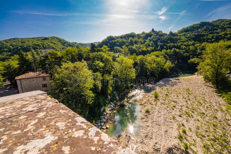 La vue du vert arrose la rivière images stock