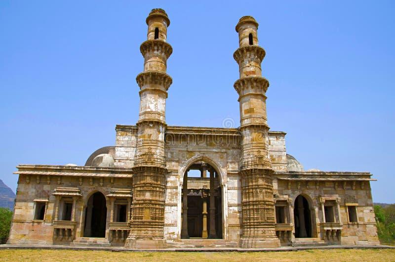La vue externe de Kevada Masjid a les minarets, le globe comme des dômes et les escaliers étroits, Champaner - Pavagadh protégés  photo libre de droits