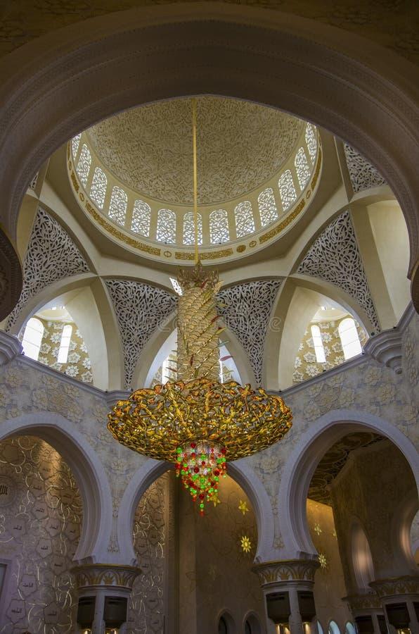 La vue générale de l'intérieur de Sheikh Zayed Mosque en Abu Dhabi, unissent photo stock