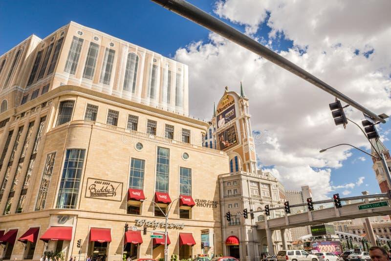 La vue Grand Canal de rue de Las Vegas Boulevard fait des emplettes, le vénitien photographie stock libre de droits