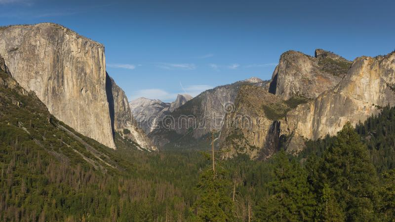 La vue iconique de tunnel de Yosemite, la Californie photographie stock libre de droits