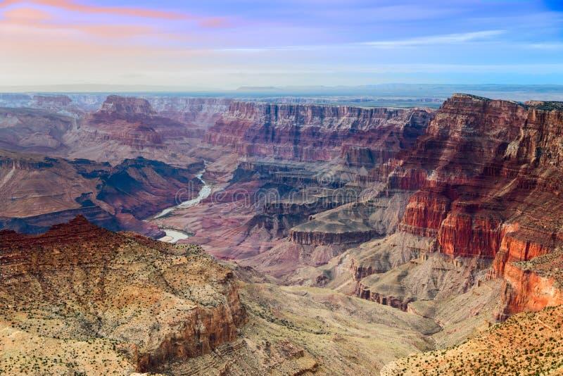 La vue majestueuse de Grand Canyon de la vue de désert au crépuscule image stock