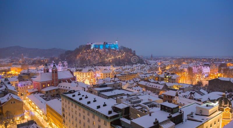 La vue panoramique aérienne de Ljubljana a décoré pendant des vacances de Noël, Slovénie, l'Europe photos libres de droits