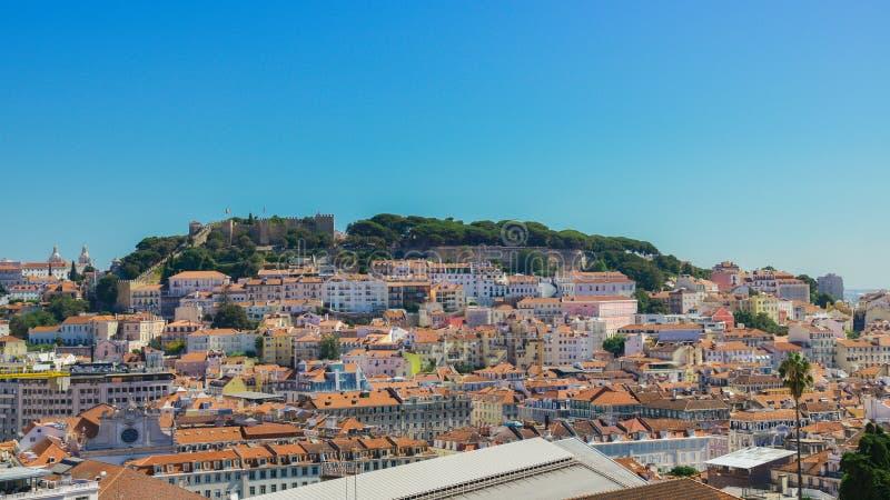 La vue panoramique sur le centre de Lisbonne, Portugal du point de vue a appelé : Miradouro de Sao Pedro de Alcantara photo stock