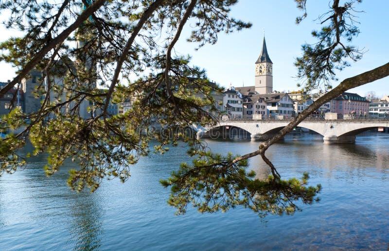Pont de Munster au-dessus de rivière de Limmat photos libres de droits