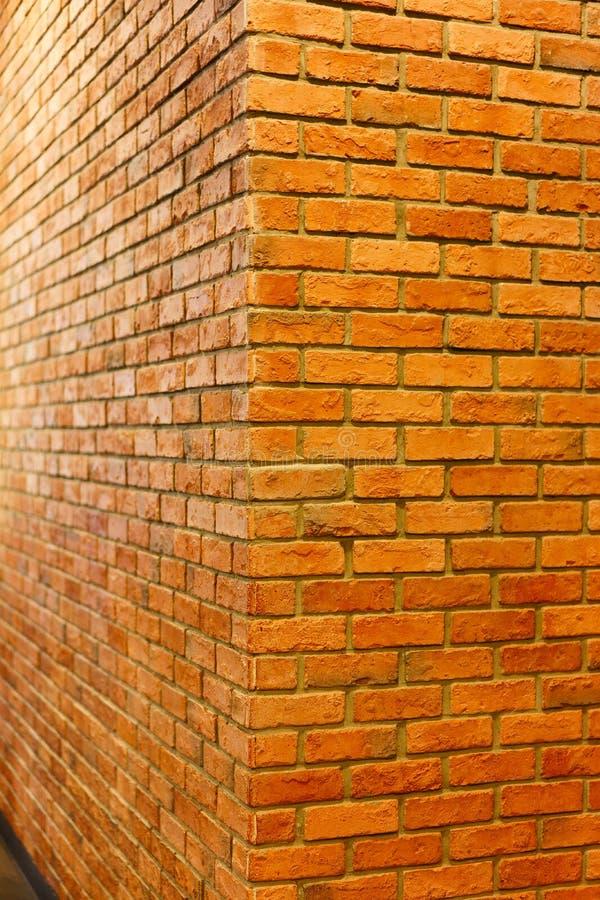 La vue rouge de coin de mur de briques du mur de briques vide a donné au fond une consistance rugueuse, image libre de droits